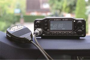 stacja radiowa z odłączanym panelem