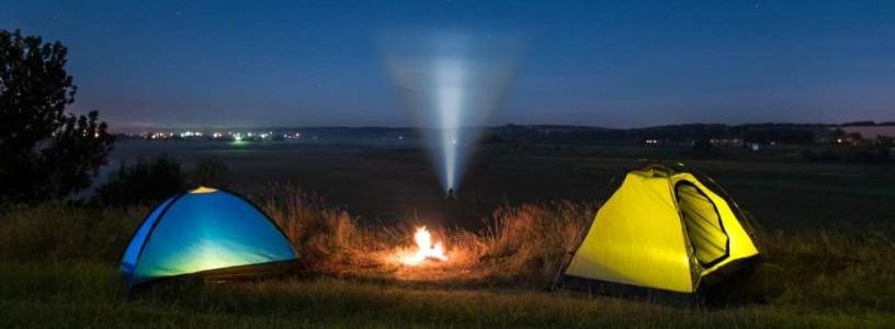 torcia elettrica in campeggio